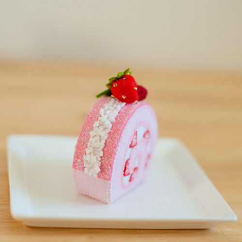 Felt Strawberry Roll (by pink.lemonade)