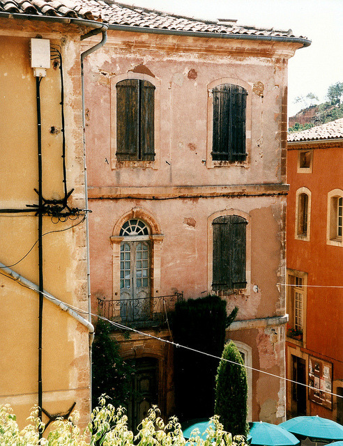 | ♕ |  Une vieille maison in Roussillon  | by © curry15 | via ysvoice