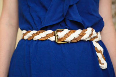Braided Belt Tutorial | Sew Mama Sew! Speaking of belts, how about making your own? This is quite easy to make and great to be able to customise to your size. I find it hard to find cute plus size belts so this is perfect for me. I would probably make this in one colour like black or tan so it will go with more outfits, though I do love this white and tan mix!