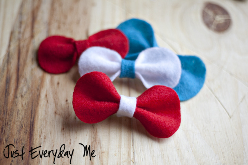 Super Quick Saturday DIY: Felt Hairbows | Just Everyday Me Is it just me or did Saturday come round super quick again?! Here's a very cute DIY that won't take you much time at all and is pretty cheap. There are so many colours of felt out there to choose from and even some pretty cute printed felts. Perfect for little and big girls alike!