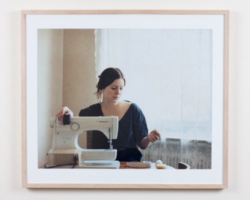Malin With The Thread, Sweden, 2006. C.print mounted on aluminium. : 59,5x48,5cm       ( print ). Reproduced in Camera Austria in 2008. 1600€ Contact/informations : thomashumery@gmail.com