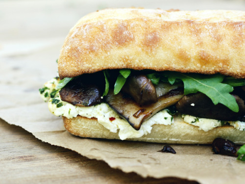 luellaloves:   Roasted Mushroom Sandwich  Oh my oh my, it is indeed lunch time