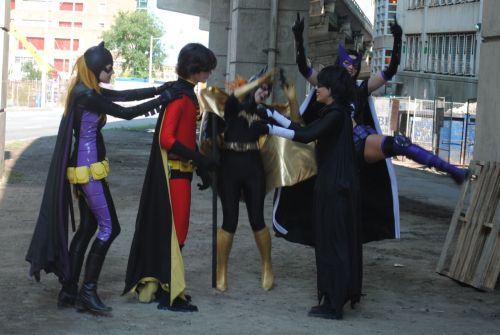 dangerous-ladies:   Huntress and Batgirl prepping for the Batman musical production.   Gill and I are all about our stellar dance moves.