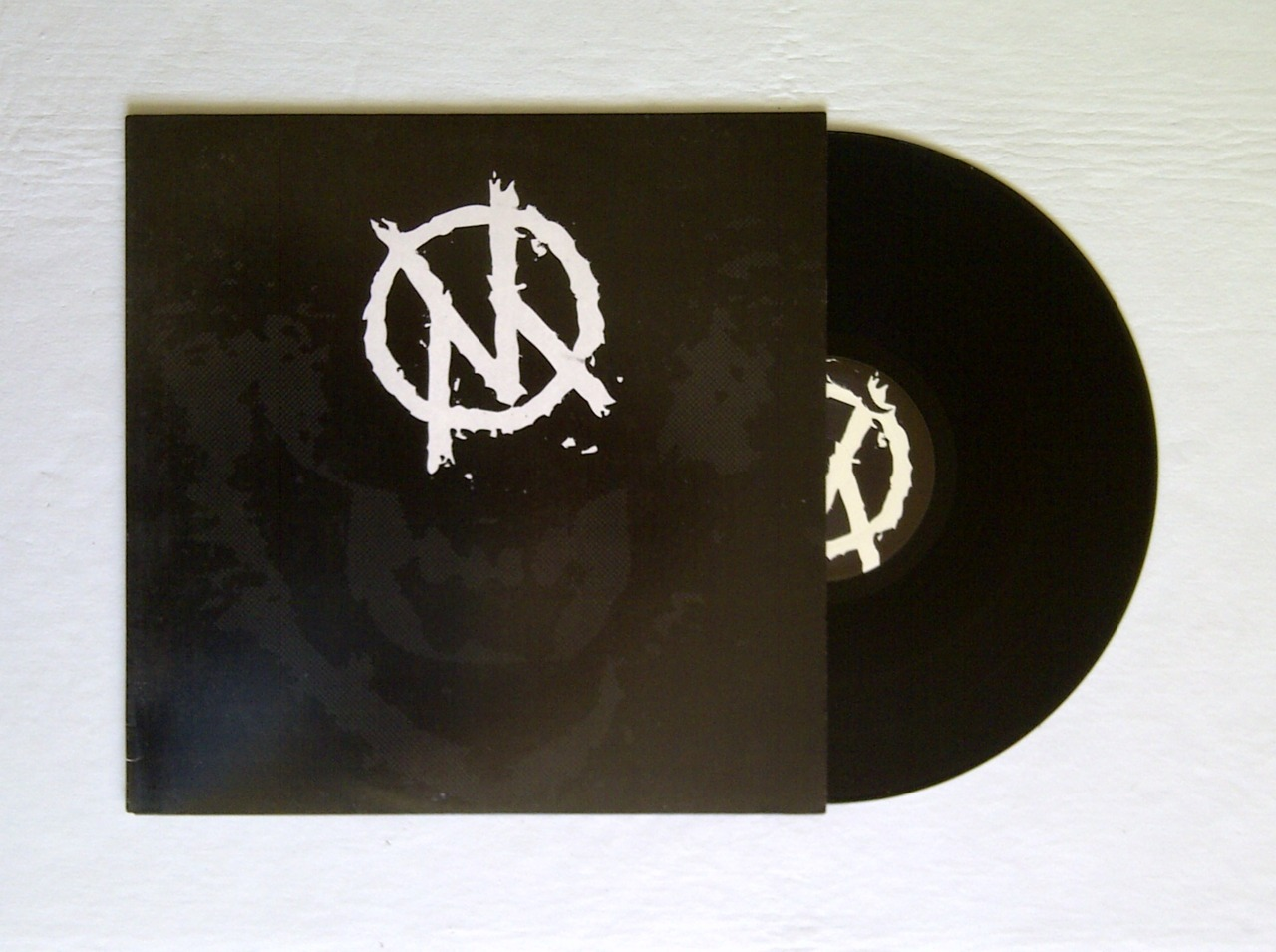 "VIOLENT MINDS - We Are Nothing 12"" Deranged Records 10€ botedge@gmail.com"