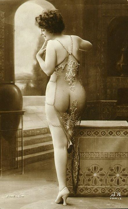 Vintage French Postcard via: Dollhouse Bettie