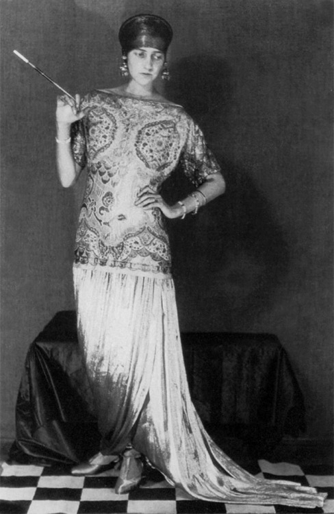 kellyclaman:   Peggy Guggenheim in Poiret by Man Ray - circa 1926 I just love the Twenties! The fashion, the music, the style; its everything that I love!