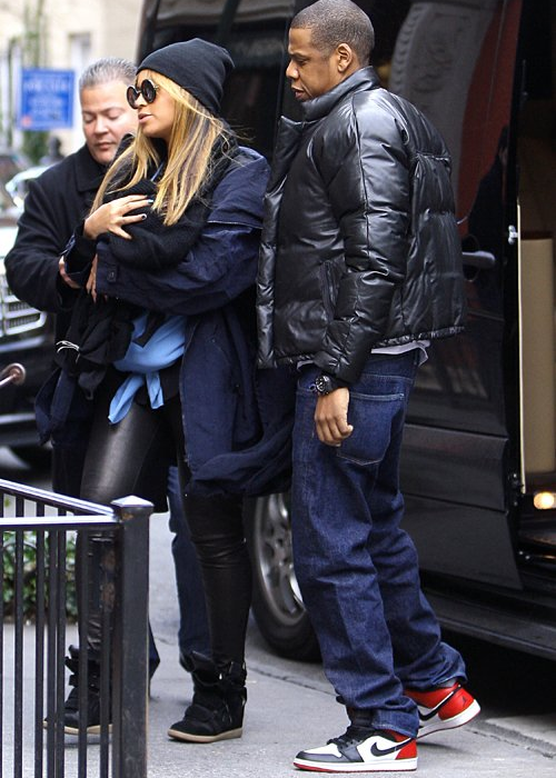 Beyoncé and Jay-Z with Blue (x)