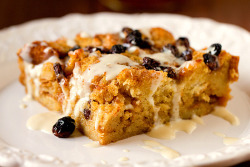 aliments:  Bourbon Bread Pudding with Bourbon Sauce by Brown Eyed Baker on Flickr.