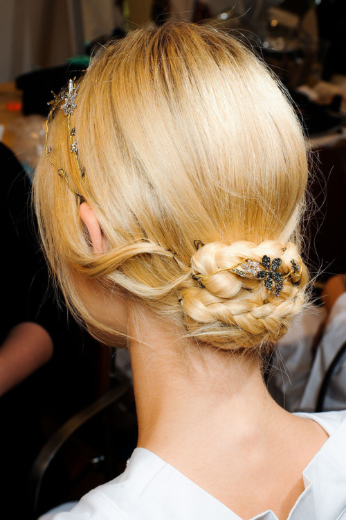 fuckyeahrunwayhair:  Valentino Couture Fall 2011