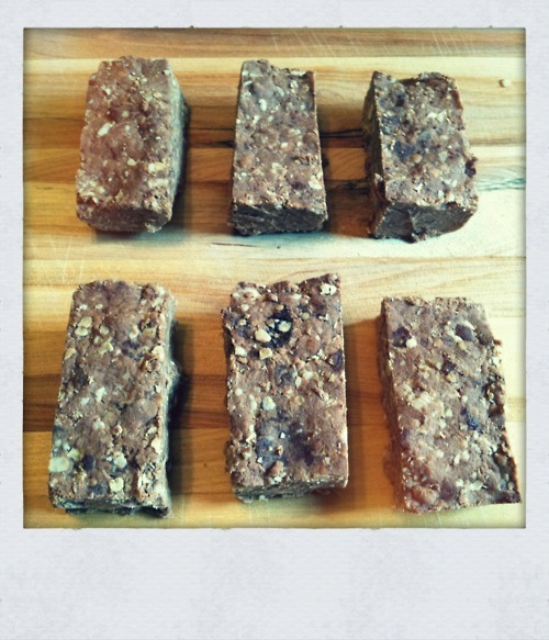 Overnight Protein Bars from donkeysalright.tumblr.com. definitely want to try these! • 1 cup creamy or crunchy peanut butter, I like the Earth Balance brand • 1/2 cup agave nectar • 1 cup chocolate protein powder, I used Arbonne Essentials Chocolate Protein Shake Mix • 1.5 cups of instant oats • 1/4 cup vegan chocolate chips Directions Heat peanut butter and agave nectar in the microwave for about 30 seconds. Stir in protein powder, oats, and chocolate chips. It's best to just use your hands for the mixing, then press the mixture (it will be crumbly) in a lightly greased 8x6 pan. Let cool for 6 hours or overnight. Makes 12 protein bars.