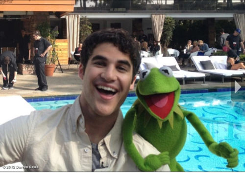"imwithkanye:  afterelton:  Darren Criss and Kermit rehearse for their song that will be performed during the E! pre-Red Carpet show, which begins at 1:30PM EST and runs until the show begins at 8PM. Per Darren: ""And I thought I had a froggy voice.""  A muppet performance during the pre-Oscars, red carpet show? I'll take it. [via]"
