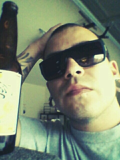 Drinkin and stinkin. #andrography #me #Random #thirsty #beer #home (from @smedina209 on Streamzoo)