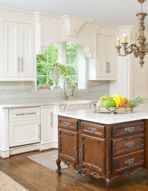 Excellent kitchen island. Very wide plank hardwoods. Follow CollegeGuyDesign if you like things like this showing up on your dash! interiorstyledesign:  This kitchen appears a bit simple until one notices all the detail in the ornate crown moulding, corbels, and antique style center island (via Isler Homes)