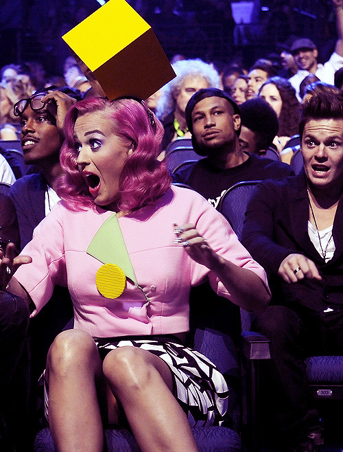 Katy and David's reactions to Katy winning 'Video of the Year' = Priceless