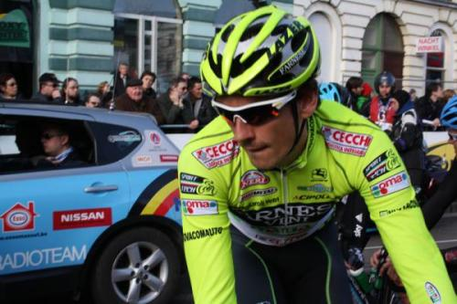 2012 Omloop Het Omloopy Loop: Me doth liketh how the Farnese Vino Vidi Vici contrasts with the less vivid background elements. (Credit: Cyclingnews.com via Cyclingnews.com—wow!)