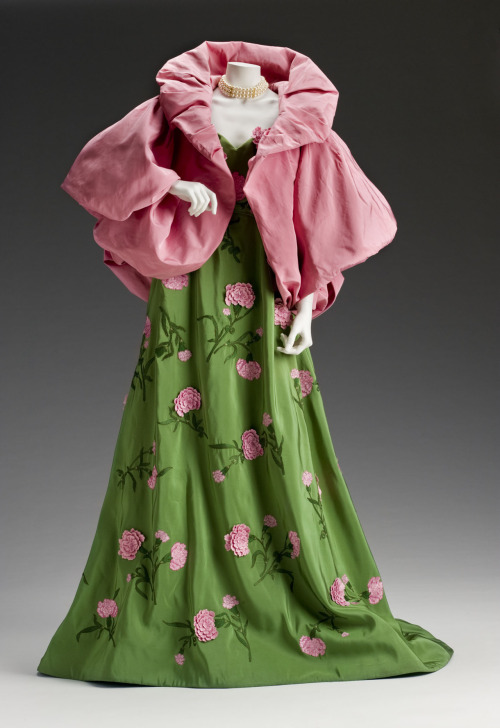 oldrags:  Dress by Oscar de la Renta, 2011 New York, the Mint Museum