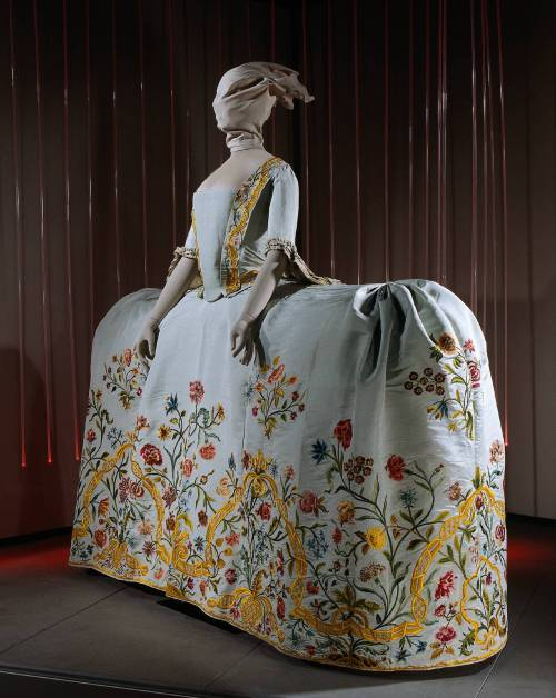Wedding dress (manteau), ca 1759 the Netherlands, Rijksmuseum