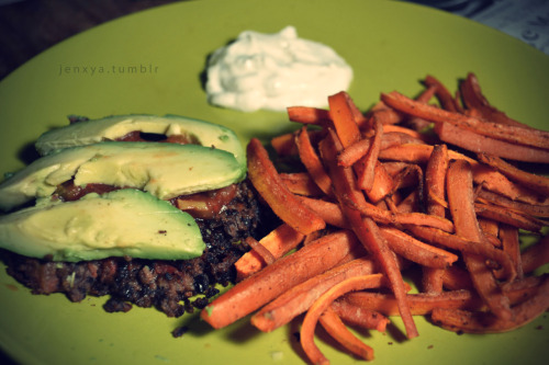 my delicious dinner tonight! BLACK BEAN BURGER WITH OVEN-ROASTED CARROTS - APPROX. 375 CAL FOR WHOLE MEAL! Black Bean Burgers : Ingredients : makes about 4-5 medium sized patties1/2 can black beans1 egg1/4 cup shredded cheese1/4 cup fire roasted tomatoes w/garlic (canned)chili powder, garlic salt, pepper, lime juiceDirections1. *make sure beans are strained!* mash beans until mush, then mix in all ingredients.2. form into patty, place in pan, cook like you would a normal burger. *note* - if your mixture was a little more liquidy like mine, that's ok - sautee it up, then form the patty when it's more cooked. Turned out well for me!3. Top with your favorite salsa and some avocado! Roasted Carrots : Ingredients3 large carrots (not baby carrots!)ground ginger, garlic salt, chili powderDirections:1. Chop carrots into bite sized pieces2. Sprinkle seasonings over carrots (go easy on the chili powder - it doesn't take much).3. bake at 400 until soft (20 min?) The dip pictured for my carrots is 2 tbsp sour cream mixed with ranch powder. YUM! Add 35 cal for the dip