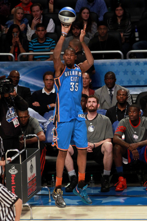 "qburdette:  Kevin Durant rocked two different colorways tonight. Cool Grey/Del Sol KD IV x ""Year of the Dragon"""