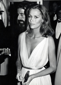 Lauren Hutton at the 47th Annual Academy Awards in 1975