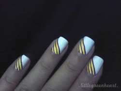 lilgreenheart:  Part 2 of Stripe Nails. :)