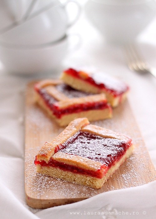 Prajitura cu gem de capsuni (Cake with strawberry jam) by Laura Adamache