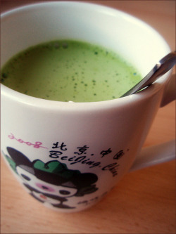 booksandtea:  A Cup of Matcha Latte in the Evening~♪ by ★Tsuki★ on Flickr.