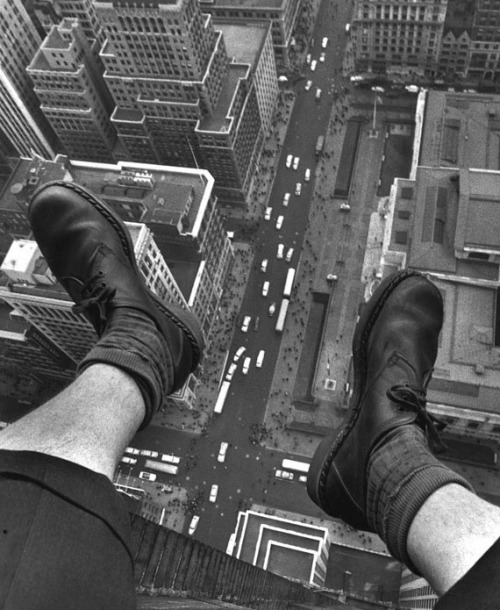 © Grey Villet, April 1954, Grey Villet's feet dangling over Fifth Avenue(read more)