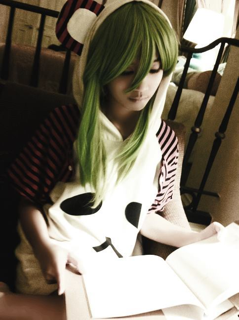 I brought my Gumi wig when I went on vacation, thinking that it might be useful. Too bad I forgot to bring the proper clothes. I ended up borrowing my sister's sleeping attire. :)) (thank you fb for the lousy quality, yeah)