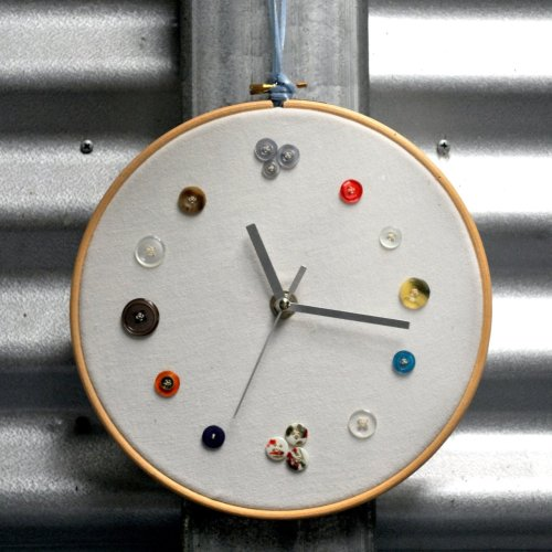 (via Tuesday Tute ~ My Button Clock! « Epheriell Designs)