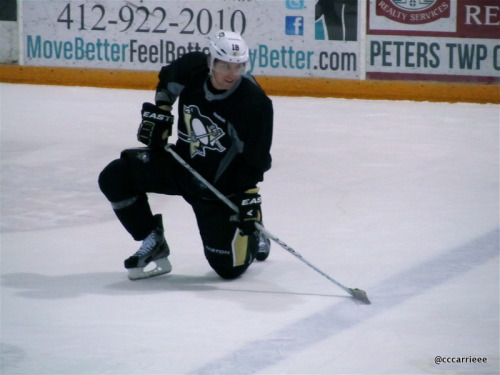 The real deal, James Neal.  XOXO (2/23/12 Iceoplex at Southpointe)
