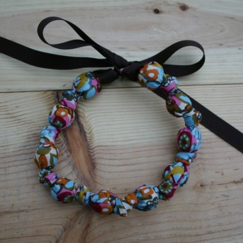 (via Teething necklaces for moms | General Valentine)