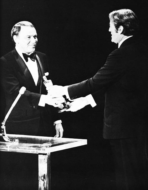 fuckyeahthevoice:  Gregory Peck presents Frank Sinatra with the Jean Hersholt Humanitarian Award at the 1971 Academy Awards.