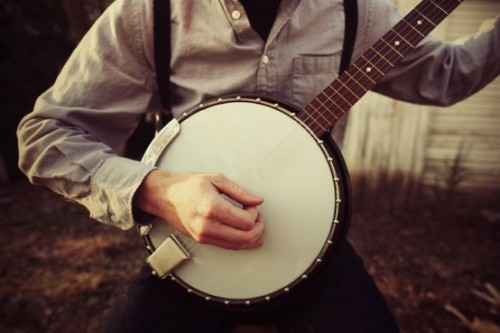 lizlemonnn ; thatkindofwoman:  Banjo playing boys break hearts.