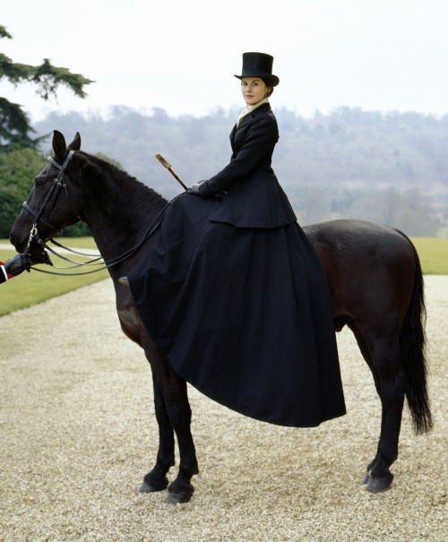 aleclikeswhales:  Tophats   Downton's Lady Mary.