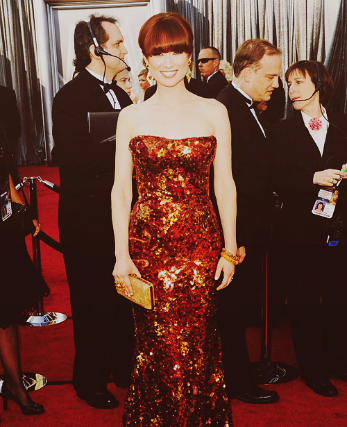 jeandujardin:    Ellie Kemper at the 84th annual Academy Awards   This dress is just GORGEOUS!!! <3