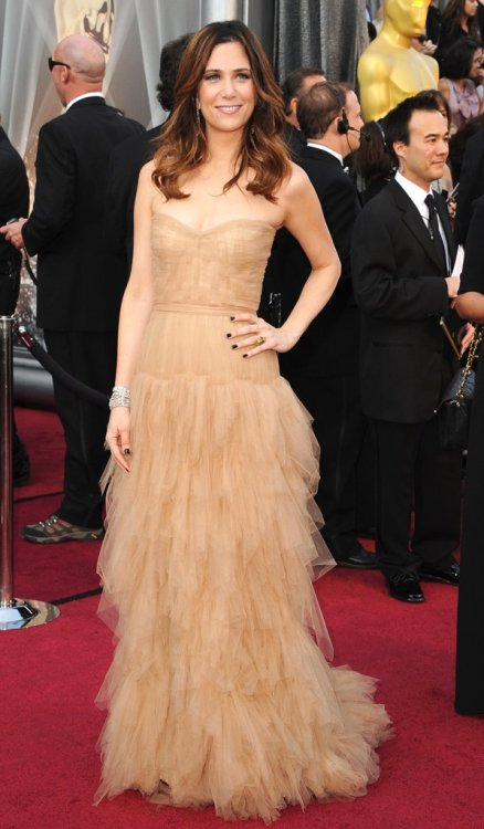 As much as I want to love Kristen Wiig's dress, I'm very meh about it.  Beige should be banned at the Oscars.