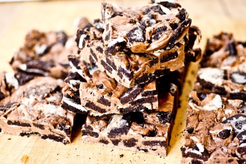 gastrogirl:  chewy no-bake thin mint bars.