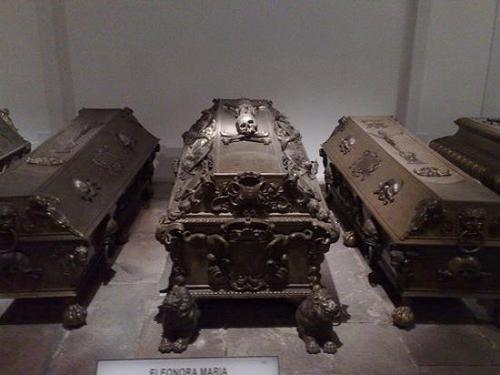 myeulogy:  Elaborate coffins  *sigh* They don't make them like they used to.