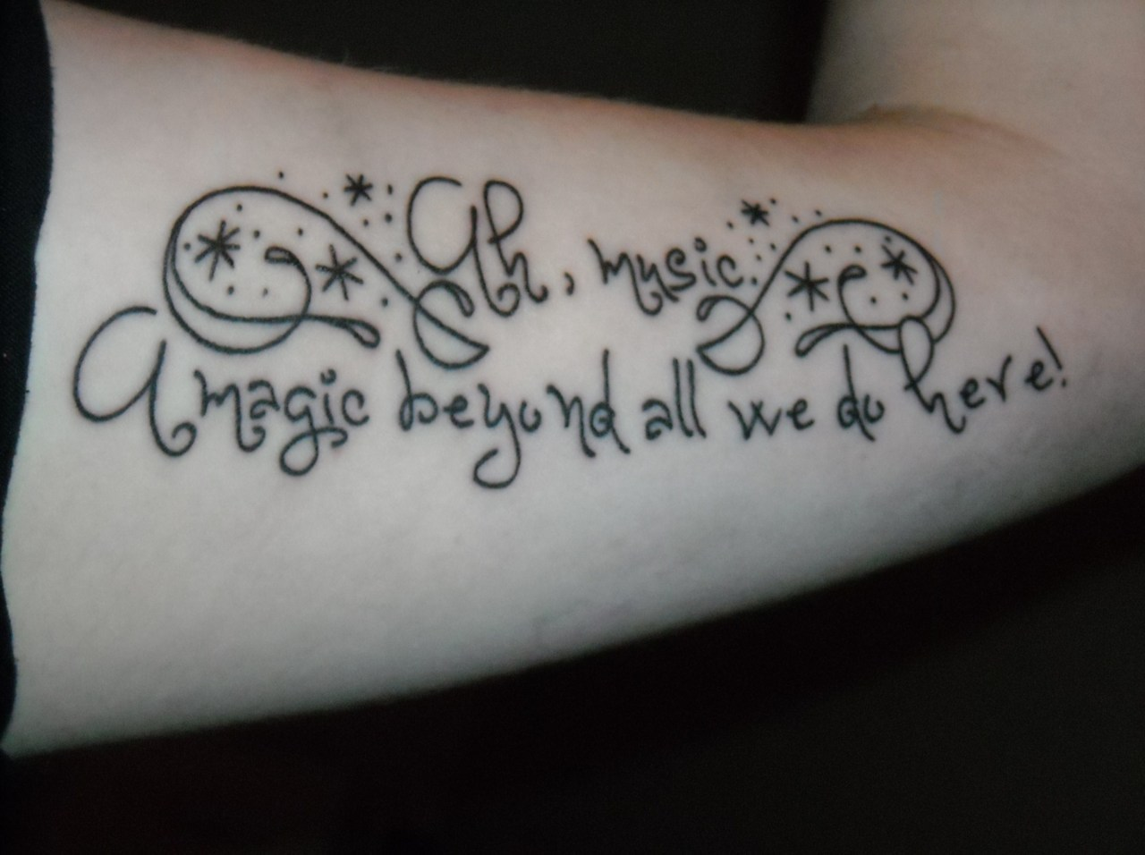 bloodyhellhptattoos:  This is the tattoo that I got yesterday! Love music, love HP so it was perfect.