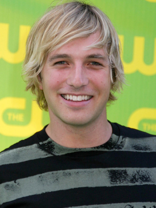 Because it's just one of those nights that demands a Ryan Hansen picspam. California wet dream.