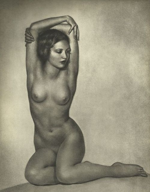 loeuvre-au-noir: William Mortensen, Nude Study