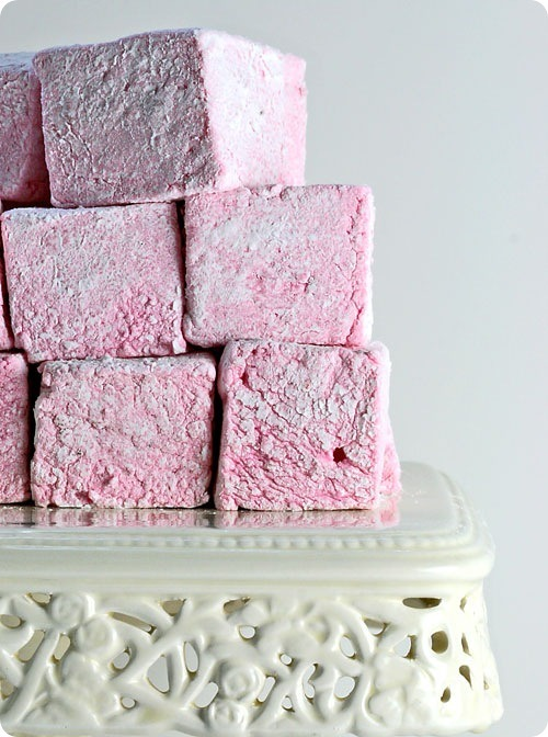 thecakebar:  DIY Strawberry Marshmallows! (recipe)