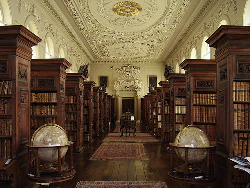 dyingofcute:  Queen's College Library, Oxford