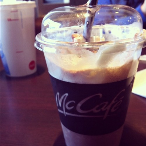 Dèli Frappe de chocoo! Muuuito bom! (Taken with Instagram at Mac Do Grand Var)