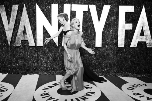 The 2012 Vanity Fair Oscar Party | Vanity Fair Leslie Mann and Julie Bowen
