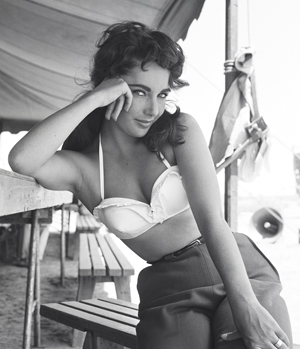 Happy Birthday to super babe Liz Taylor.