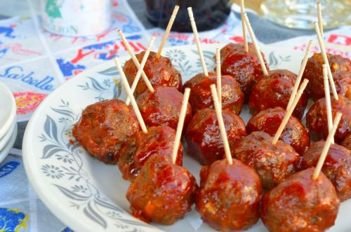 White Trash Party Meatballs We made party food yesterday to eat while watching the Oscars. My Dad makes these, so I started with his recipe and added a few things of my own. These were a huge hit. I'd double this recipe for a large crowd. We devoured every one of these. Meat covered with ketchup & sugar is good for you. I used a little onion soup mix in these to make them even more white trash. Sometimes you just need that salty oniony-ness found in a salty soup base.  Saute 1 small minced onion, 1 minced shallot, and 3 crushed garlic cloves on low heat with a little olive oil. Season with salt and pepper. Let cool. In a mixing bowl, combine 1 lb grass fed ground beef, 1 cup panko bread crumbs, 1 or 2 tblsp onion soup mix, a big pinch of parsley, a sprinkle of dried basil, a few shakes of Worcestershire sauce, and a grind of pepper, (you don't need any extra salt if you add the onion soup mix.) Roll into balls. Bake at 400 for 10 minutes. Once they brown a little, dip them in a mixture of 1 cup ketchup, 1 tblsp light brown sugar, a couple dashes of hot sauce, a splash of Worcestershire sauce, and return to the oven for 5-7 more minutes until caramelized. Yum!