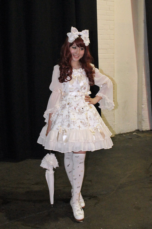 A stunning outfit provided by BABY for Hyper Japan's Fashion Show. I'd love to die in this XD