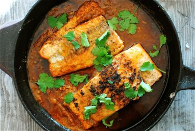 thefoodhabit:  Dinner: Salmon + Spicy Garlic Tomato Sauce Recipe @ Bev Cooks